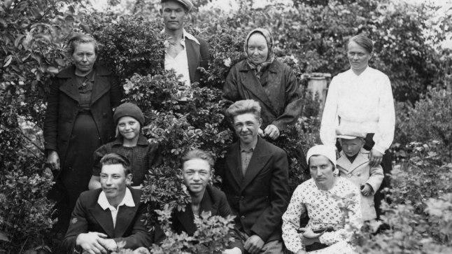 1930. aastatel Mihklis. Taga keskel Ants Kaljurand.