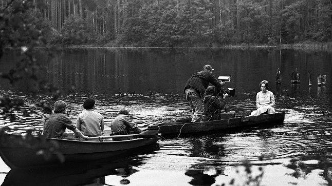 """Leida Laiuse filmi """"Kõrboja peremees"""" tegemine, fotol Kaie Mihkelson. Foto on pärit Enn Säde kogust"""