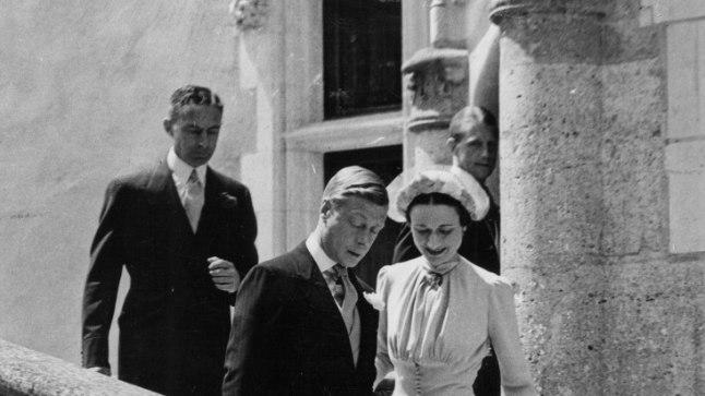 ARMASTUSE VÕIT: Endine kuningas Edward VIII ja tema südamedaam Wallis Simpson 1937. aastal oma pulmapäeval. Edwardi noorem vend George VI andis neile Windsori hertsogi ja hertsoginna tiitli.