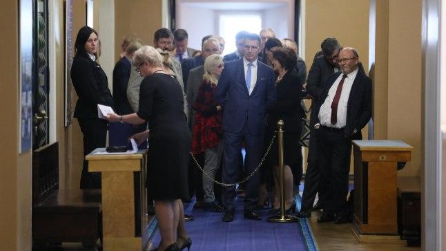 VALIMISTE OOTUS: Riigikogulased said valida kolme aseesimehe kandidaadi vahel.