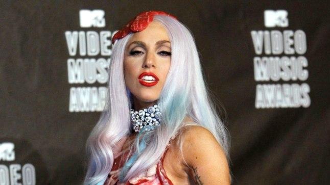 Lady Gaga ja tema kuulus liharibadest kleit 2010. aastal MTV videomuusikaauhindade galal.