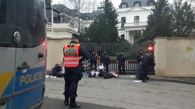 Vene saatkond Prahas. Pilt on illustreeriv.