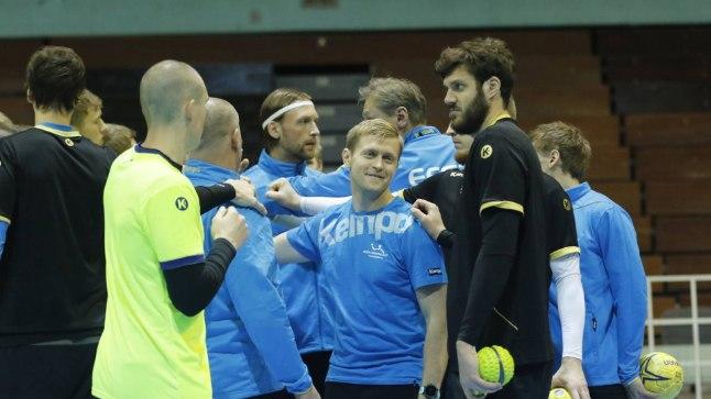 Eesti koondis mängueelsel treeningul.