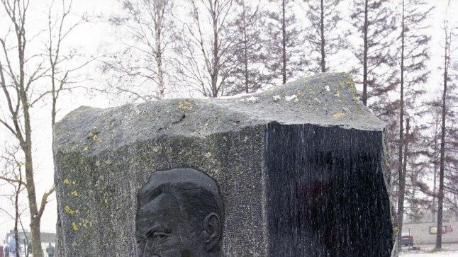 Karl Ristikivi ausammas.