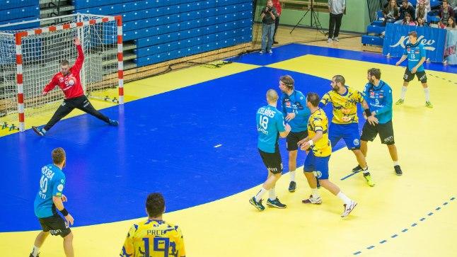 Väravavaht Rasmus Ots on tõrjunud järjekordse Bosnia meeskonna pealeviske.