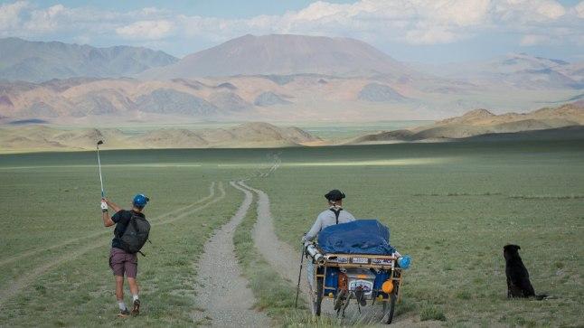 IGAV LIIV JA TÜHI VÄLI: Golfimäng Mongoolias Adam Rolstoni ja Ron Rutlandi moodi.