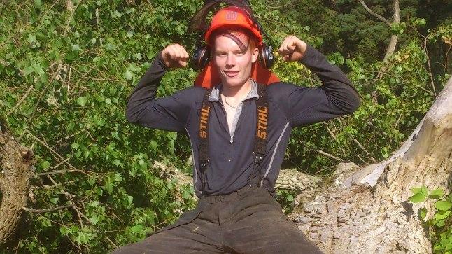 AMETIS: Eesti parim 1500 m jooksja Andi Noot käib hobi korras metsa hooldamas.