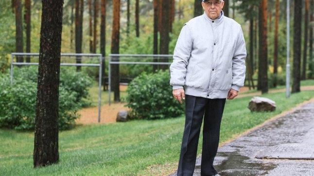 EESTI NOKIA: Endise esileedi Evelin Ilvese isa üksinda elades igavust ei tunne: ta kirjutab oma doktoritööst raamatut ja teeb metsa all tervisekõndi.