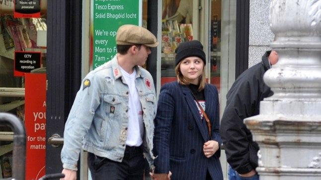 Brooklyn ja Chloe käsikäes Dublinis.