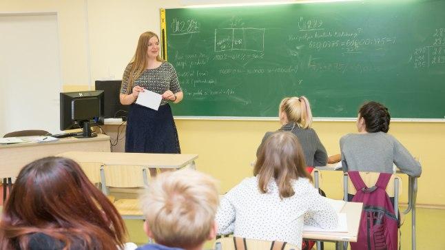 PEALINNAST PALALE: Grete-Stina Haaristo läks õpetajaks Tallinnast 200 km kaugusele ja on praegu üks Eesti nooremaid koolidirektoreid.