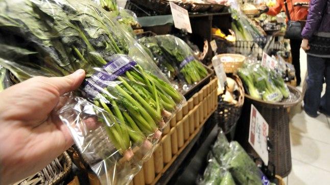 Spinat kaotab seistes rohkem C-vitamiini kui teised rohelised lehtköögiviljad. Samas rukola  C-vitamiini sisaldus kahanes külmkapis seistes minimaalselt.
