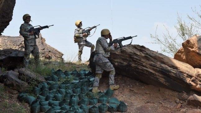 Saudi sõdurid Jeemeni piiril.