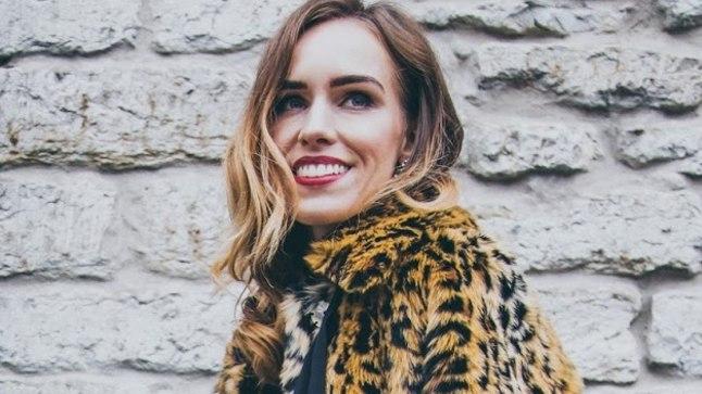Tuntud moeblogija Kristjaana Mere poseerimas H&Mi jaoks loodud Erdemi leopardimustrilises kasukas. Kollektioon tuli veebipoes ja poodidesse müüki 2. novembril ning kadus Eestis moegurmaanide ostuhulluse tõttu lettidelt mõne tunniga.199 eurot (H&M x Erdem)