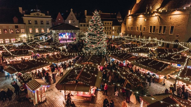 GALERII JA VIDEO | Vaata imelisi droonifotosid Tallinna jõuluturust!