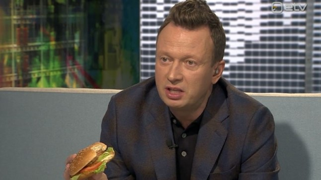 Marko Reikop sööb tehisliha.