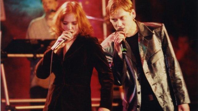 """Hedvig Hanson ja Pearu Paulus esitamas lugu """"Kullast kallim""""."""