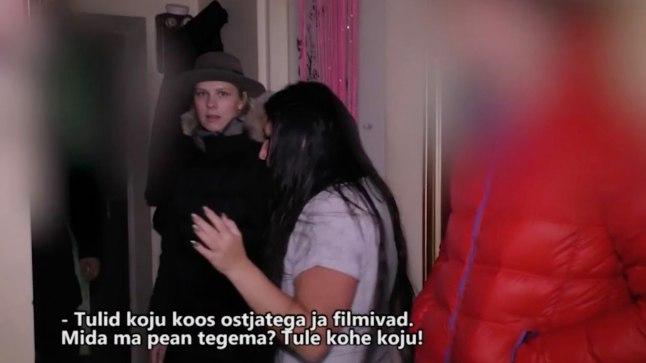 UURIB KUUD: Katrin Lust sisenes kassiostjat etendades Oksana ja Aleksei korterisse, hiljem tuli sinna veel teleopreaator.