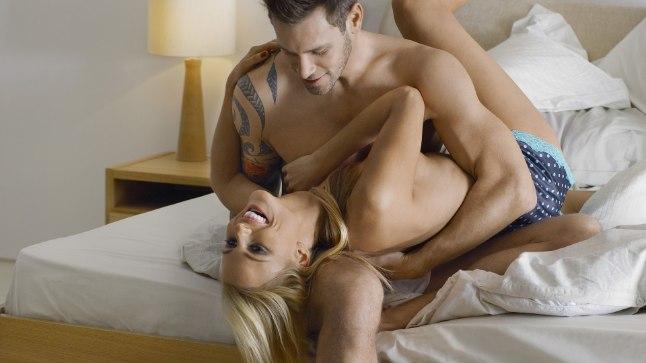 10 märki, et ta teeskleb armastust vaid selleks, et saada seksi