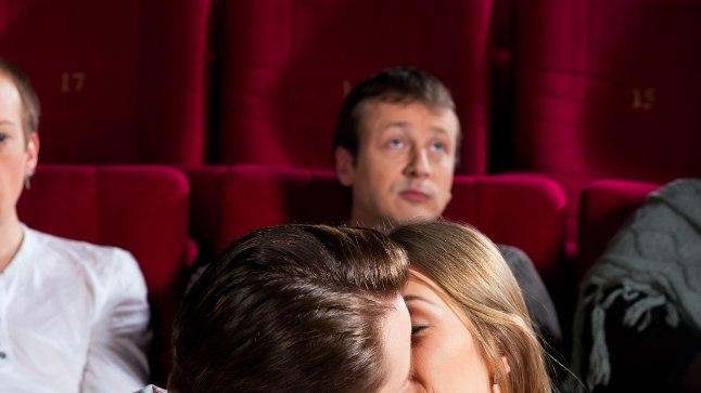 KIIRED JA VIHASED: raju paarike tabati kinoseansilt seksimast