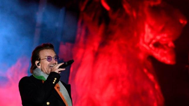 IKKA LIIGUB: Bono kuu alguses Londonis esinemas.