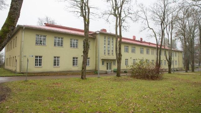 120AASTANE RAVIASUTUS: Jämejala psühhiaatrikliiniku sundravi osakonna majas oli väidetavalt vasakult esimese akna taga lühikest aega president Konstantin Päts.