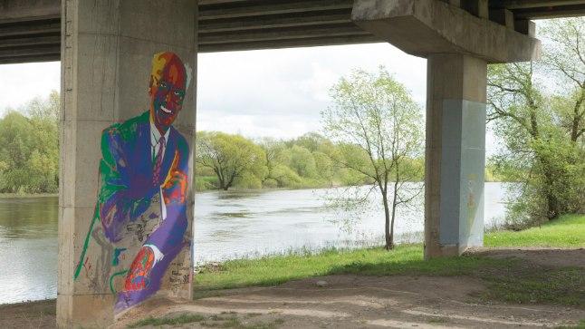 Tartlane võib oma kodulinnast leida avastamata paiku. Omaette vaatamisväärsus on sillaalused. Pildil Sõpruse sild.