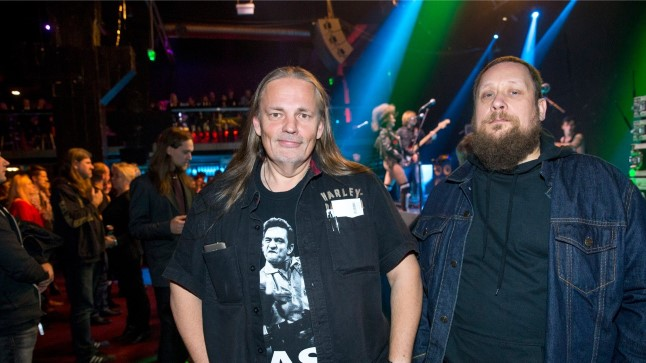 Radio Mania lõpupidu: vasakul Mania juht Margus Pilt ning paremal muusikatoimetaja Toomas Ross