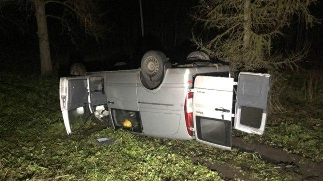 Tallinna-Tartu maanteel põhjustas teele jooksnud põder kahe auto avarii.