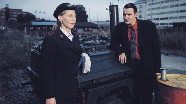 """MOODNE SOOME KLASSIKA: Kati Outinen ja Markku Peltola Soome režissööri Aki Kaurismäki 2002. aasta filmis """"Mees ilma minevikuta"""", mis on üks Soome 100. aastapäeva filmimaratonil näidatavaid linalugusid. Film kandideeris võõrkeelsele Oscarile. Outinen saabub ka PÖFFile."""