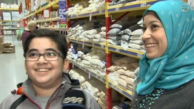 Süüria pereema Nirmiin Otaky (paremal) ja poeg Ahmad Hanafy.