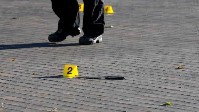 Tulistamine Vabaduse väljakul,  Jaanus Käärmann ründas kahe noaga politseid kes  tulistas meest rindkerre. Mees suri haiglas.