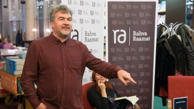 ARMASTUSE VORMID: Kirjanik Mart Kivastik tutvustas neljapäeval Tartus oma vastilmunud esseekogumikku.