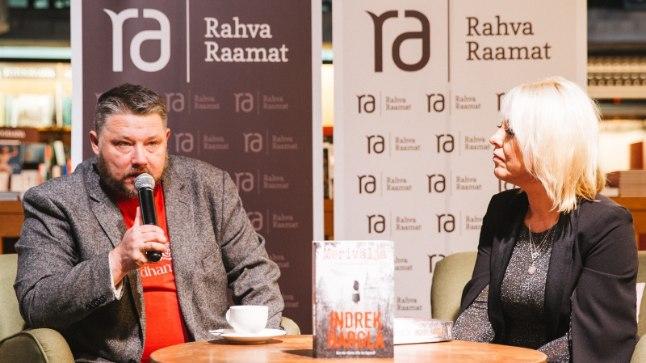 """Indrek Hargla raamatu """"Merivälja"""" Tallinnas Rahva Raamatu poes 9. novembril 2017."""