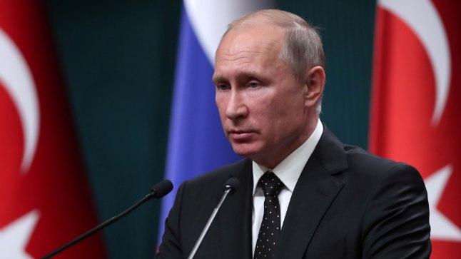 Школьница мечтала получить ко дню рождения фотографию Путина с автографом. Ей это удалось!