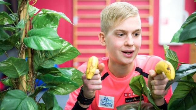 """LEMMIKTOIDUGA. """"Banaanid on mulle alati meeldinud. Odavad ja annavad palju energiat,"""" kirjeldab Jürgen Külm oma suhet kollaste puuviljadega. Ka tema Instagrami konto nimi on banaani_poiss. """"Eks mind banaanide järgi tuntakse jah,"""" tunnistab ta."""