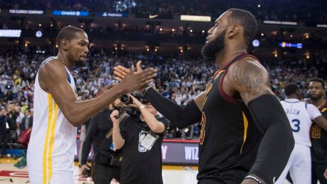 Kevin Durant (vasakul) ja LeBron James.