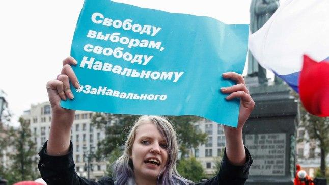 AASTA KESTNUD KAMPAANIA: Nagu pildilgi näha, on Aleksei Navalnõi toonud kümned tuhanded inimesed meeleavaldustele korruptsiooni vastu ja oma valimiskampaania toetuseks. Paraku on ta seetõttu ka sageli arestimajja sattunud.