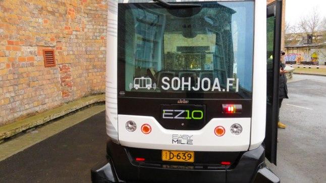 Iseliikuv buss