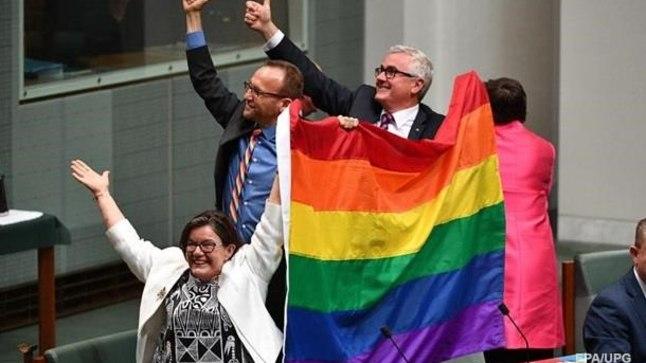 Депутаты парламента Австралии радуются итогам голосования