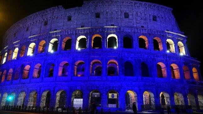 Itaallased valgustasid Soome 100. sünnipäeval Colosseumi vastavalt meie põhjanaabrite riigilipule sinivalgeks.