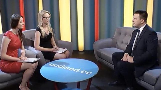 Saatejuhid Ingrid Teesalu ja Keili Sükijainen peaminister Jüri Ratast intervjueerimas