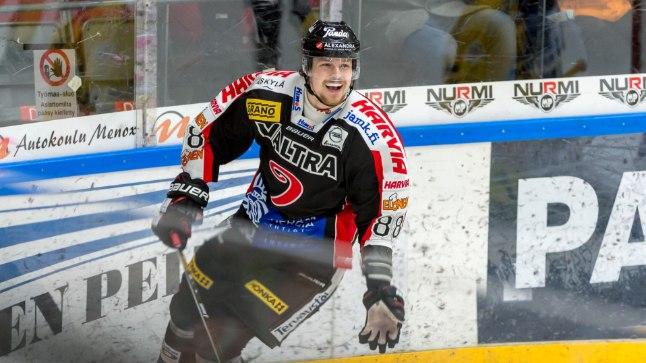 Robert Rooba viskas Jyväskylä eest värava.