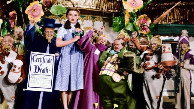PIINAVAD FILMIVÕTTED: Sid Lufti väitel käperdasid liliputnäitlejad «Võlur Ozi» võtete ajal teismelist Judy Garlandit.