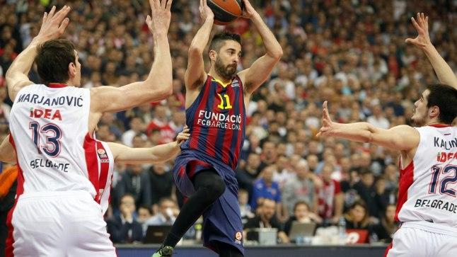 Juan Carlos Navarro (palliga) mänguolukorrast väljapääsu otsimas.