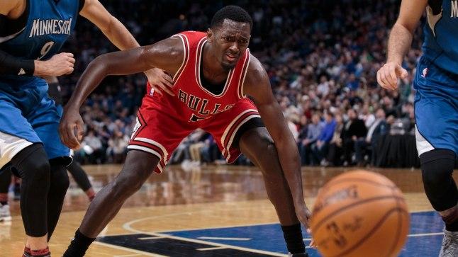 Chicago Bullsi mängumees Bobby Portis palli kaotamas. Pilt on illustratiivne.