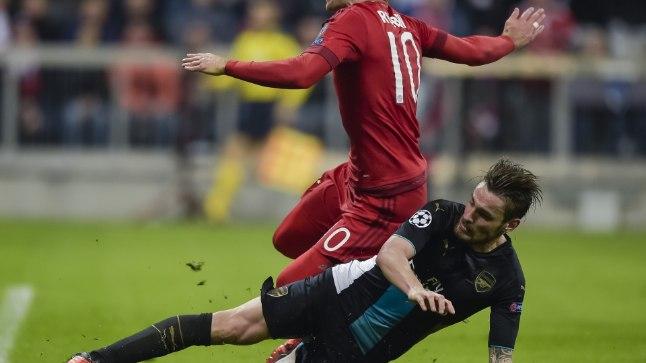 Sääraseid olukordadesse hilinemisi, nagu Mathieu Debuchy (mustas) meeskondade eelmises omavahelises kohtumises, ei tohi Arsenal täna Bayerni vastu endale lubada.