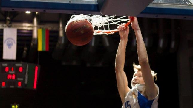 Madis Soodla suvel Kalevi ja Žalgirise veteranide mängu vaheajal toimunud pealtpanekuvõistlusel osalemas.