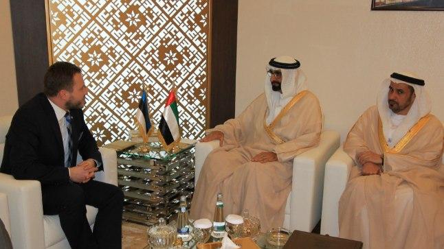 FOTOD | Kaitseminister Tsahkna tutvustab Abu Dhabis Eesti kaitsetööstust