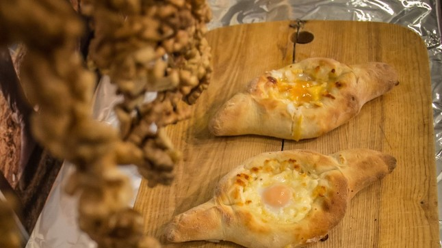 Gruusia restorani Tbilisi peakoka Mamukel Gorelašvili valmistatud Adžaaria hatšapurid