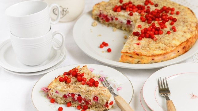 Kohupiima-pohlakook martsipani ja neljaviljahelvestega sisaldab rikkalikult kiudaineid